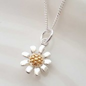 Daisy Necklace In Engraved Box